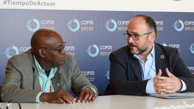 El consejero de Transición Ecológica del Gobierno de Canarias, José Antonio Valbuena, y el embajador de Granada y representante de GLISPA, Spencer Thomas
