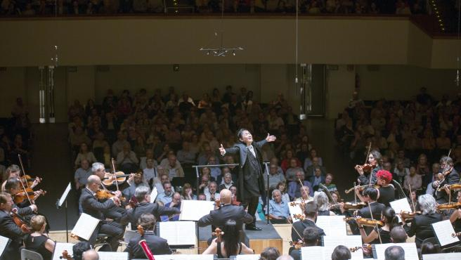 El director de orquesta japonés Eiji Oue