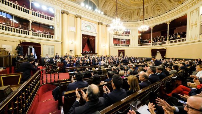 Vista del hemiciclo de la Cámara Alta en el momento en el que os senadores aplauden a la nueva presidenta del Senado, Pilar LLop, durante la sesión constitutiva de la XIV Legislatura en la Cámara Alta, en Madrid (España), a 3 de diciembre de 2019.