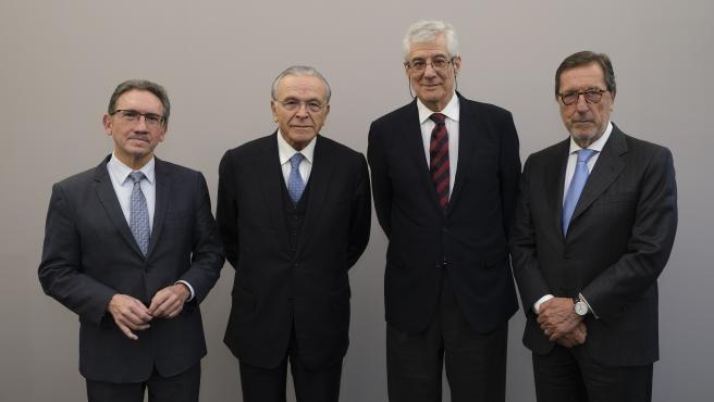 De izquierda a derecha: Jaume Giró, Isidro Fainé, Juan José López Burniol y Antonio Vila.