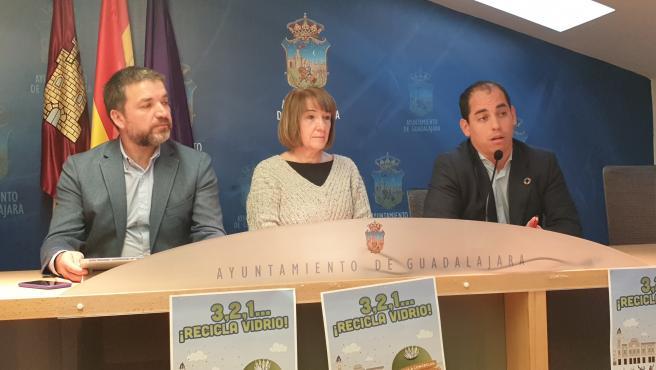 El alcalde y responsable de Desarrollo Sostenible, Rafael Pérez Borda, y la concejal de Educación, María Ángeles García, en rueda de prensa.