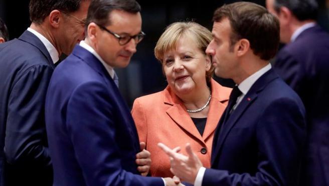 De izquierda a derecha, el primer ministro holandés, Mark Rutte; el primer ministro polaco, Mateusz Morawiecki; la canciller alemana, Angela Merkel; y el presidente francés, Emmanuel Macron, en Bruselas.