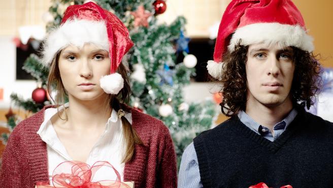 Imagen de archivo de una pareja en Navidad.