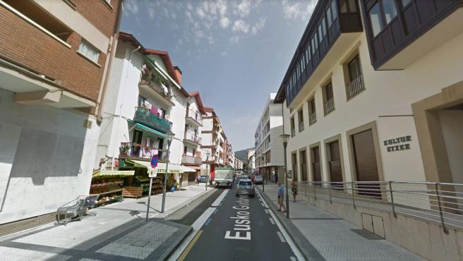 Imagen de la calle Eusko Gudari en Guipúzcoa, donde ha tenido lugar el suceso.