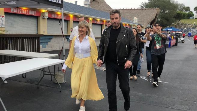 Los actores John Travolta y Olivia Newton-John, vestidos como sus personajes de 'Grease'.