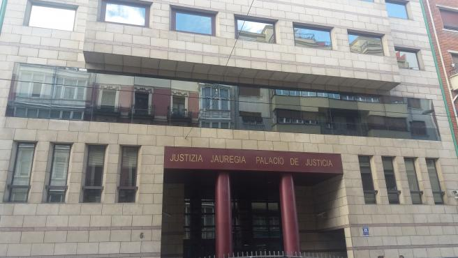 Palacio de Justicia de Bilbao, entrada por la calle Buenos Aires