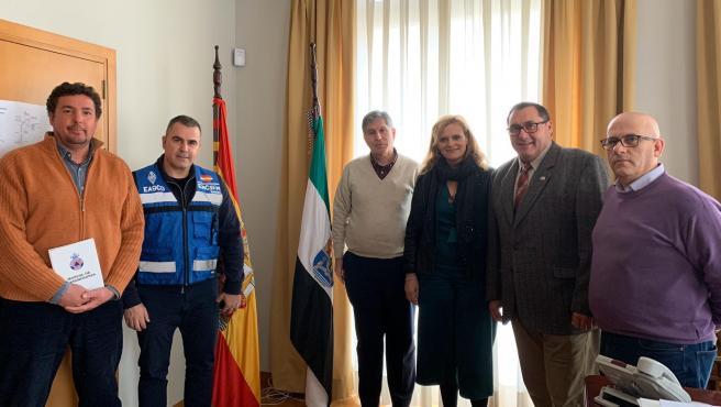 Yolanda García Seco con los radioaficionados