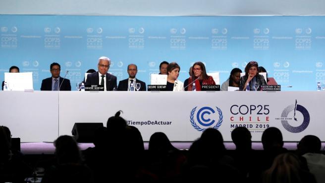 La ministra de Medio Ambiente de Chile y presidenta de la COP25, Carolina Schmidt, en el plenario de la Cumbre del Clima de Madrid.