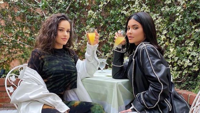 Rosalía y Kylie Jenner, en una imagen compartida por ambas en sus redes sociales.