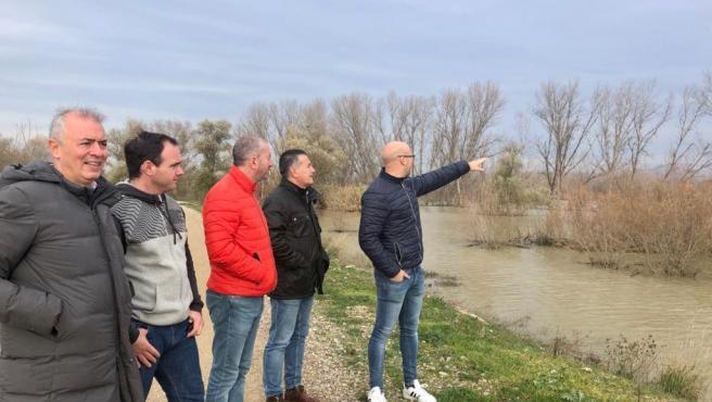 El presidente del Partido Popular de Zaragoza, Javier Campoy, visita la zona afectada por crecida en la ribera del Ebro.