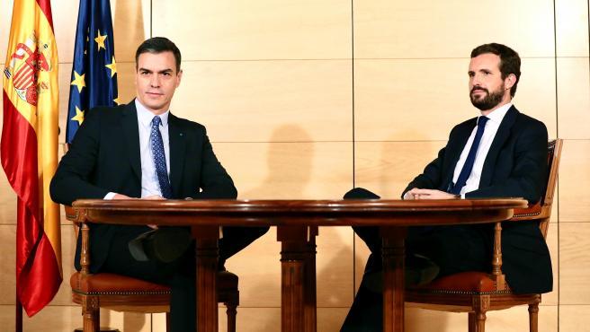 Reunión entre Sánchez y Casado para hablar de la investidura.