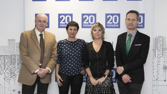 El doctor Raymond Miralbell, Melisa Tuya, la doctora Marta Lloret y el doctor Jesús García-Foncillas.