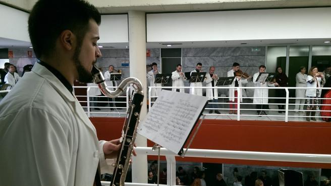 La Orquesta Sinfónica de la Región de Murcia actuando en el Hospital Virgen de la Arrixaca