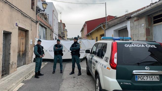 La Guardia Civil inspecciona la vivienda de Manuel en la que el detenido por la muerte de Marta Calvo supuestamente la descuartizó.