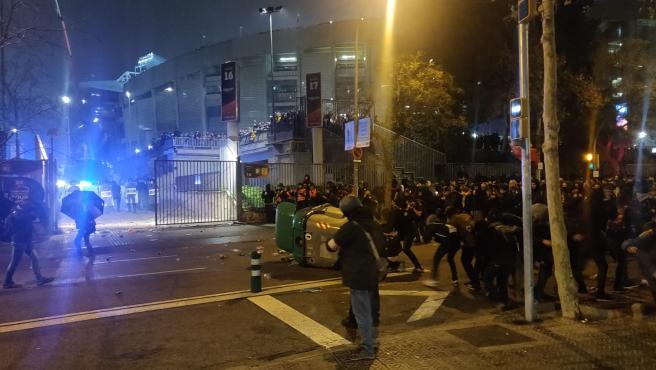 Incidentes con manifestantes de Tsunami Democràtic en la zona del Camp Nou durante la celebración del Clásico, el 18 de diciembre de 2019.