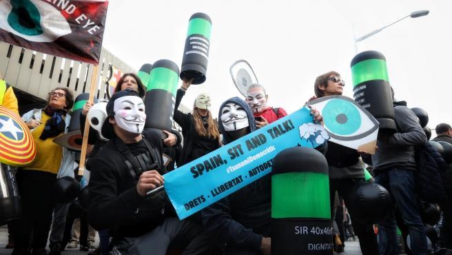 Manifestantes de Tsunami Democràtic antes del Clásico.