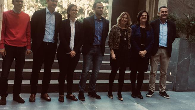 La portavoz del PP de Las Palmas de Gran Canaria, Pepa Luzardo, acompañada por los concejales de su formación