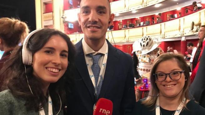 Los actores de Campeones celebran la Lotería en el Teatro Real