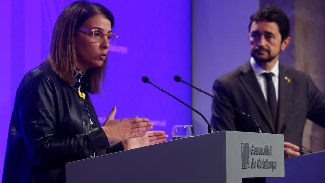 La consellera de Presidencia del Govern, Meritxell Budó, este lunes en una rueda de prensa.