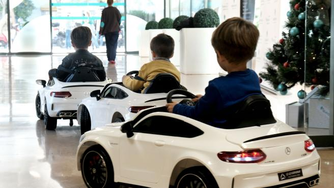 Quirónsalud recibe cuatro vehículos eléctricos para el traslado de niños a quirófano