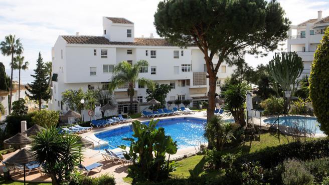 Ninguno de los tres familiares británicos que murieron este martes en una piscina de Mijas (Málaga) sabía nadar, según ha declarado ante los investigadores una hija de la familia.