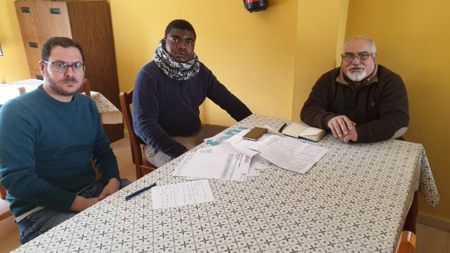 Diego Crespo con el trabajador afectado