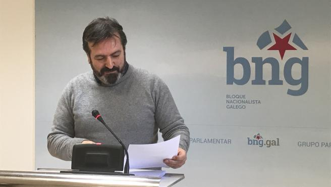El diputado del BNG Luís Bará en una rueda de prensa ofrecida en el Parlamento de Galicia