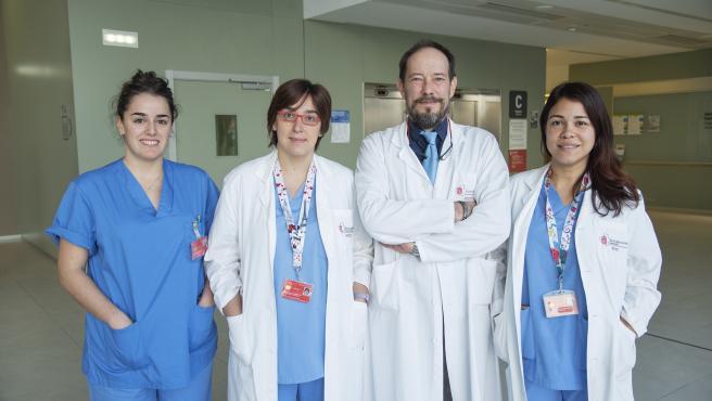 El Equipo del Servicio de Cirugía Torácica del CHN: Irene Maya (residente), Elena Ramírez, Juan José Guelbenzu (jefe del Servicio) y Stephany Laguna
