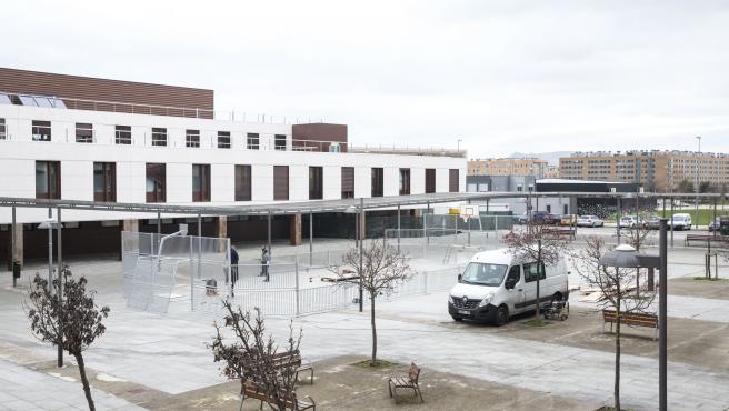 Pista multideportiva al aire libre en el barrio pamplonés de Buztintxuri