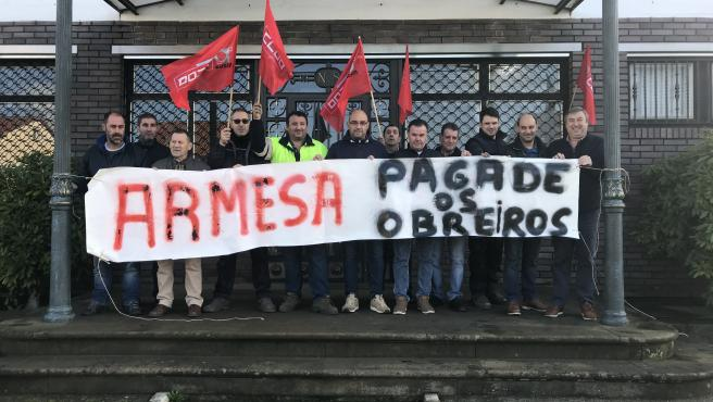 Trabajadores de Armesa protestan en Santiago contra su despido