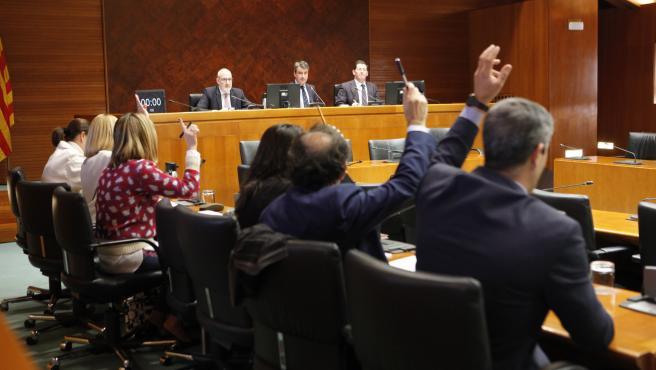 Votaciión del dicamen de la comisión de Hacienda de las Cortes del proyecto de Ley de Presupuestos de Aragón 2020