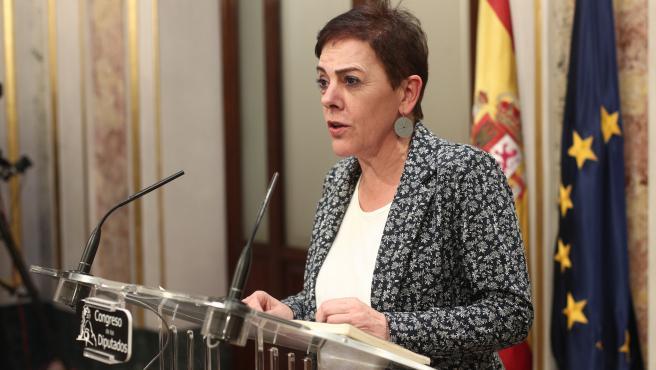La portavoz de EH Bildu en el Congreso, Mertxe Aizpurua, en rueda de prensa tras finalizar la sesión de constitución de las Cortes para la XIV Legislatura en el Congreso