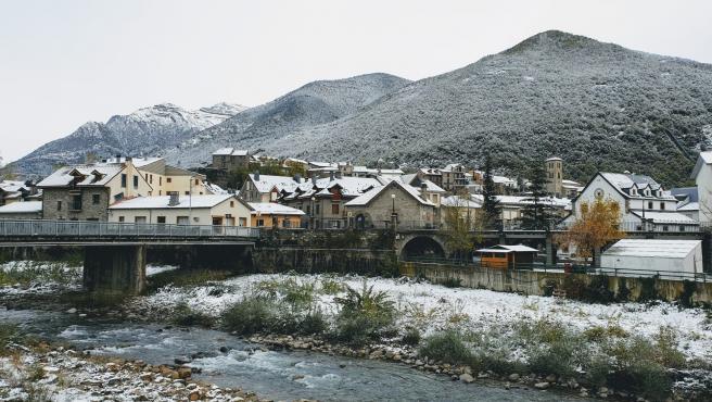 Un pueblo nevado, invierno, Pirineo oscense