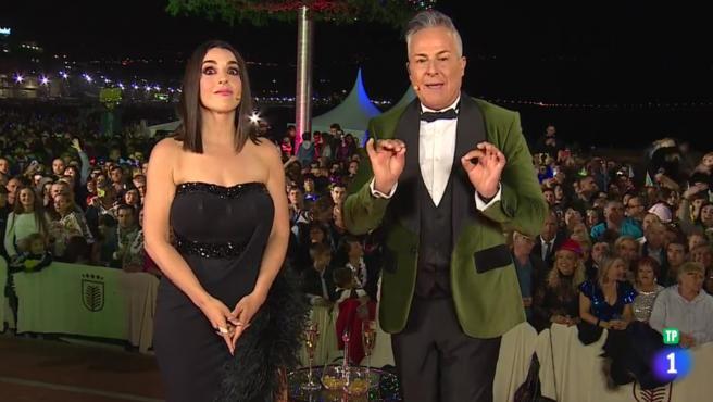 Ruth Lorenzo y Roberto Herrera, durante la retransmisión de las Campanadas en Canarias.