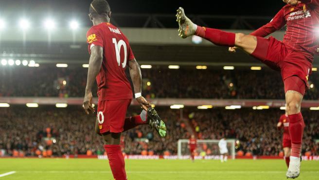 Mané celebra el tanto que sentenció el partido contra el Sheffield.