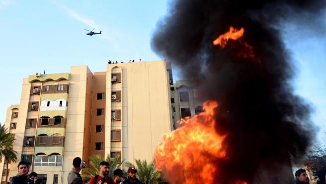 Milicias chiíes rebajan la tensión y abandonan la Embajada de EE UU en Bagdad.