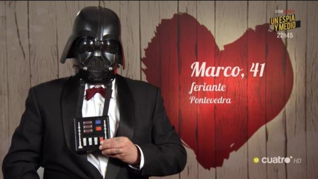 Marco, disfrazado de Darth Vader, en 'First dates'.
