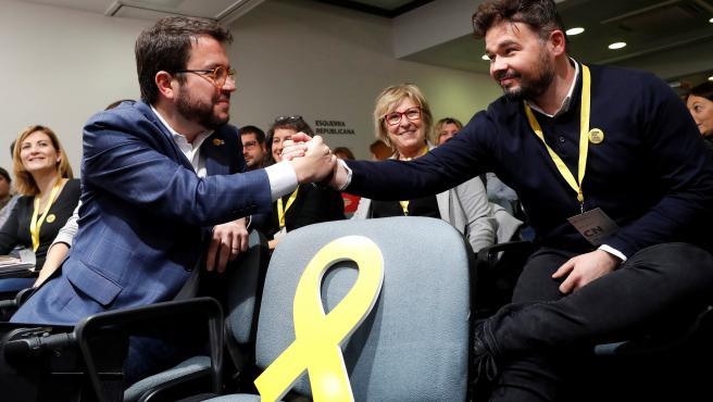El coordinador nacional de Esquerra Republicana, Pere Aragonès, ha anunciado que su partido facilitará la investidura de Pedro Sánchez mediante su abstención. Tras consultarlo en su Consejo Nacional, la abstención ganó con el 96,5% de los votos.