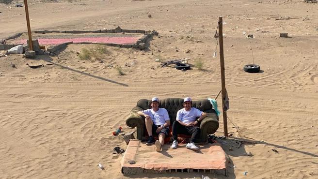 Alonso y Coma, en pleno desierto de Arabia Saudí.