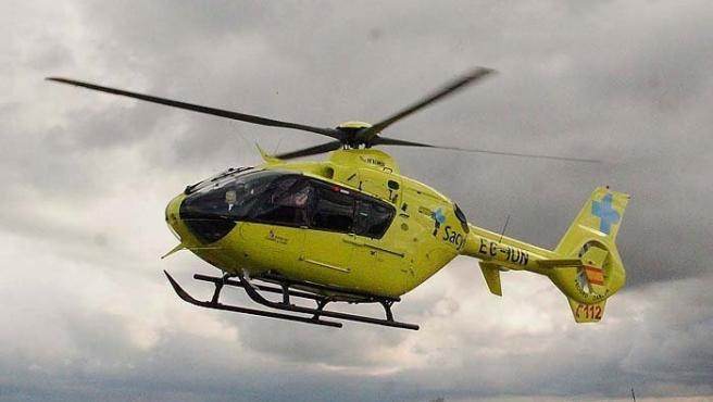 Foto de archivo de un helicóptero medicalizado