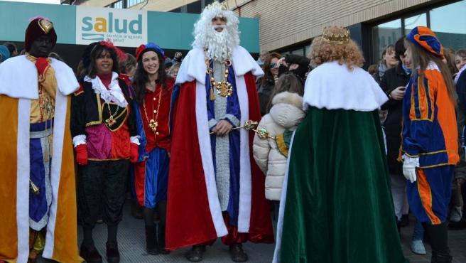 Sus Majestades los Reyes Magos de Oriente en su visita de 2017 al Hospital Clínico.