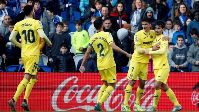 Los jugadores del Villarreal celebran el tanto del empate.