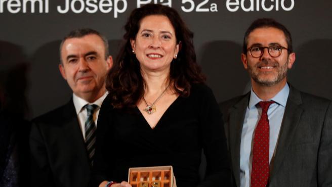 Ana Merino recibe el Premio Nadal.