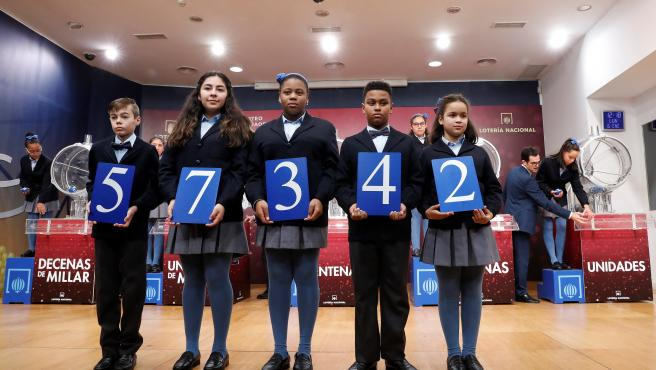 El primer premio del sorteo extraordinario de la lotería del Niño ha sido el 57342.
