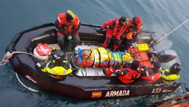 Evacúan del Hespérides a un suboficial accidentado en la Antártida