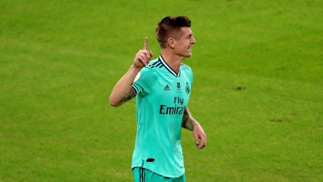Kroos celebra su gol olímpico al Valencia en la Supercopa.