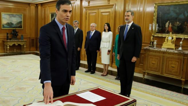 Pedro Sánchez promete su cargo como presidente del Gobierno ante el Rey Felipe V