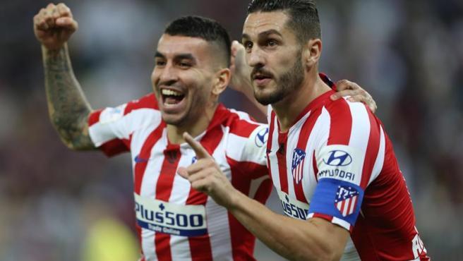 Los jugadores del Atlético celebran uno de los goles de la semifinal.
