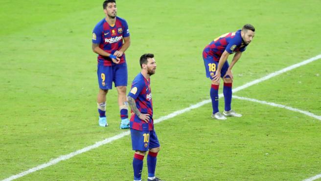 Leo Messi, Luis Suárez y Jordi Alba, desolados tras la eliminación del Barcelona