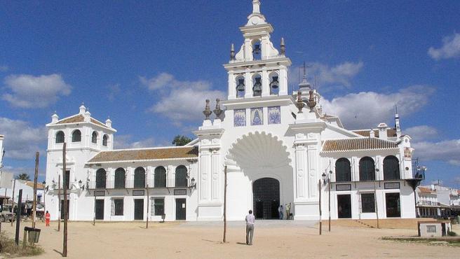 Fachada de la Ermita de El Rocío, en Almonte (Huelva)